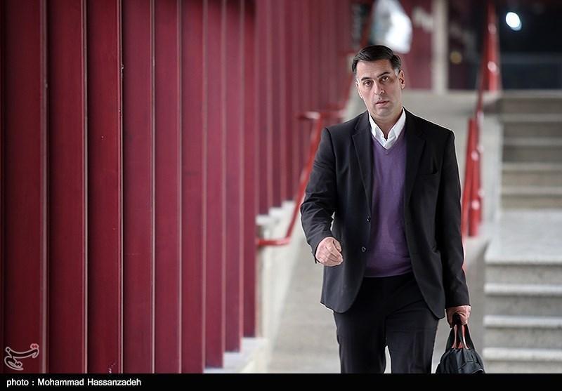 آذری: داور بازی ذوب آهن - سپاهان خودش را هم نتوانست کنترل کند، چه برسد به بازی، تظاهر بس است، فوتبال مان را بازی کنیم!