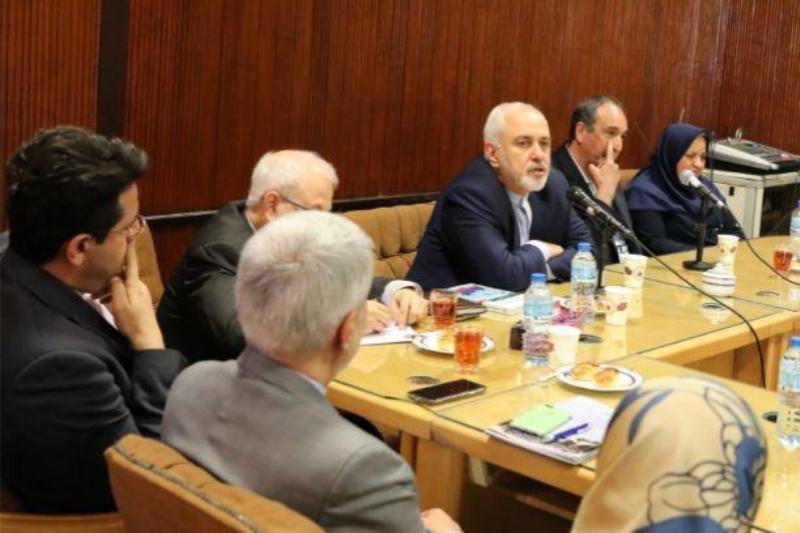 ظریف با اساتید دانشکده حقوق و علوم سیاسی دانشگاه تهران دیدار کرد، عکس
