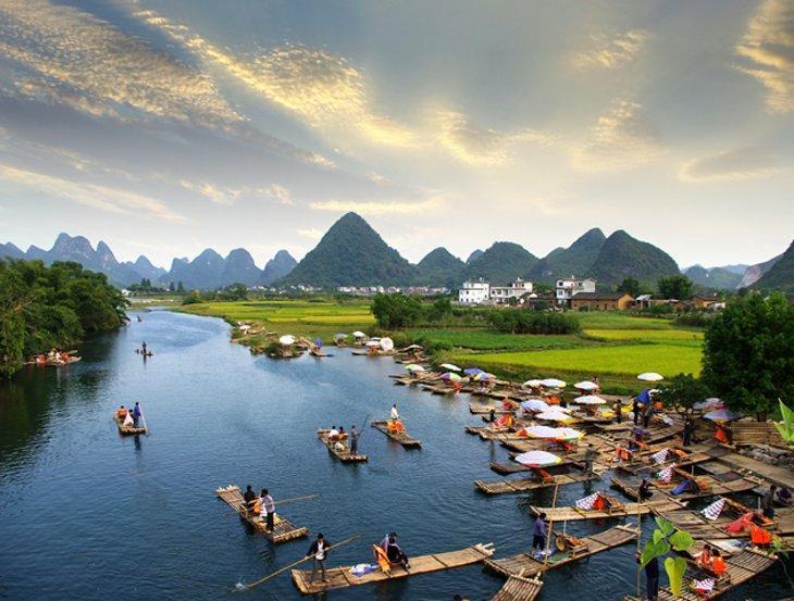 قایق سواری در رودخانه لی چین
