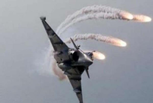 خبرنگاران حمله جنگنده های عراقی به مواضع داعش در شمال بغداد