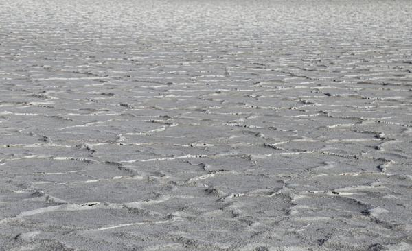 (تصاویر) خشک شدن دریاچه نمک حوض سلطان قم