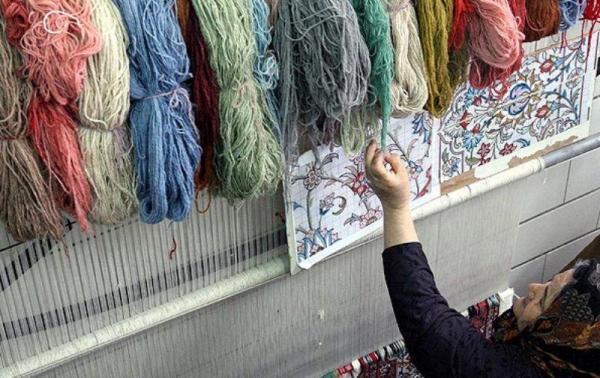 خبرنگاران کمیته امداد کرمانشاه فرش تولیدی مددجویان را خریداری می نماید