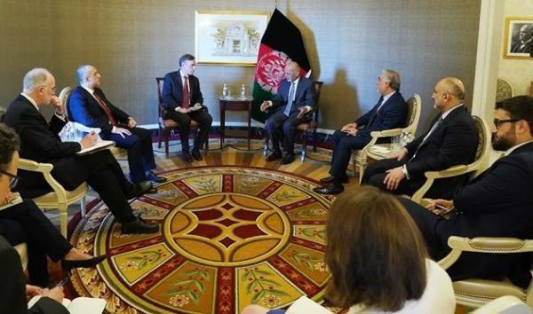 ملاقات رئیس جمهور افغانستان با مشاور امنیت ملی آمریکا