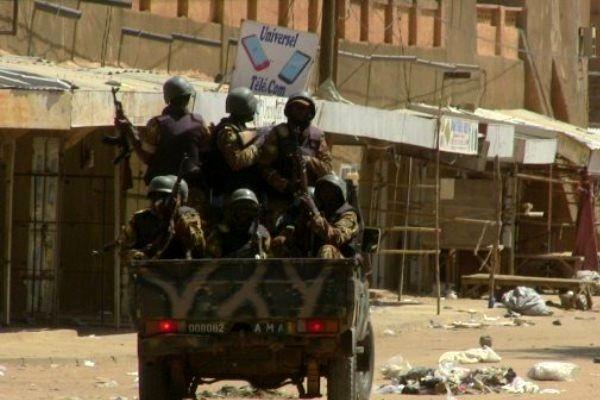 کشته شدن 4 نظامی در حمله افراد مسلح