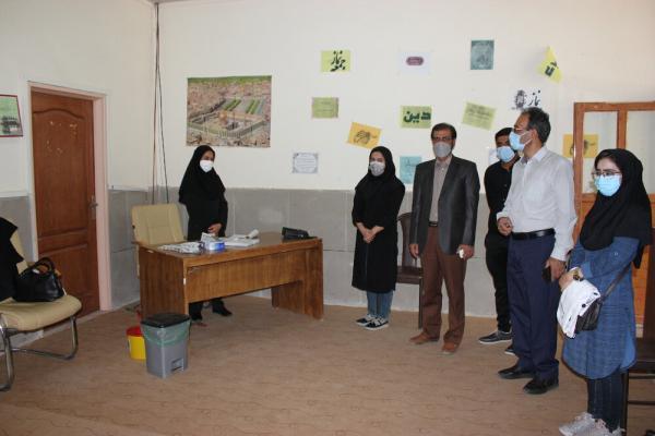 بازدید رئیس دانشگاه آزاد اسلامی بم از مرکز تجمیعی واکسیناسیون